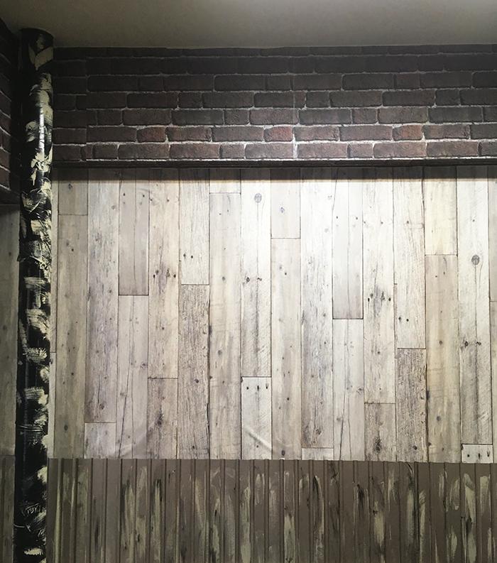 レンガ調壁紙クロスと木目壁紙クロス