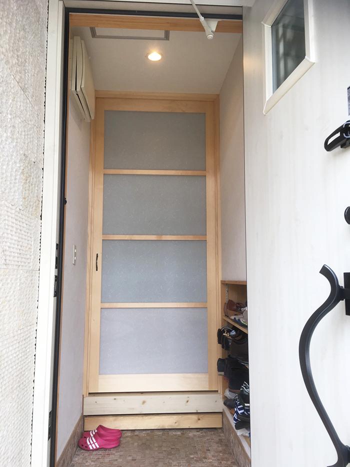 廊下の仕切りドア(玄関側)取り付け前取り付け後