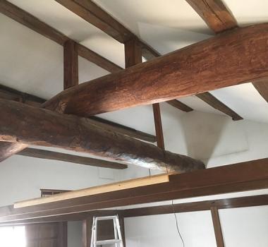 丸太梁を取り替え!築100年の梁見せ天井BERORE/AFTER